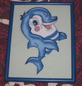 Дельфиненок. Вышитая картина